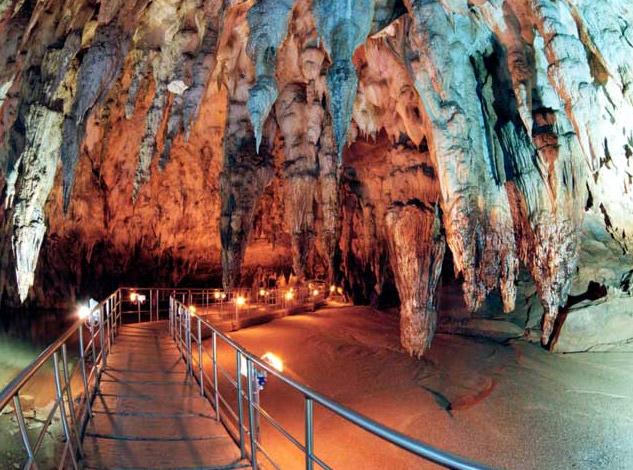 Το Σπήλαιο των Πηγών Αγγίτη στη Δράμα | in.gr