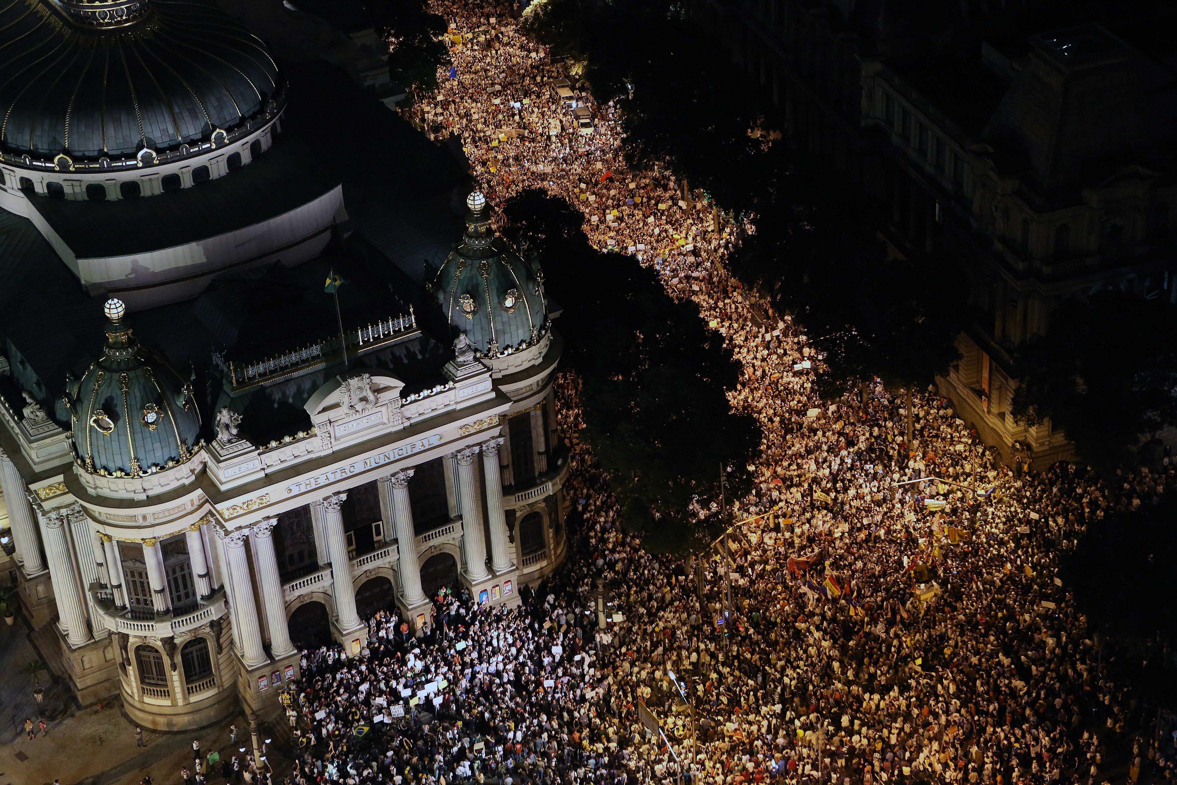 Ογκώδεις διαδηλώσεις στη Βραζιλία με αφορμή τις ακριβότερες συγκοινωνίες
