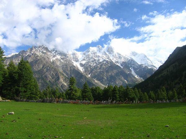 Εννέα ξένοι τουρίστες σκοτώθηκαν από πυρά ενόπλων στο Κασμίρ