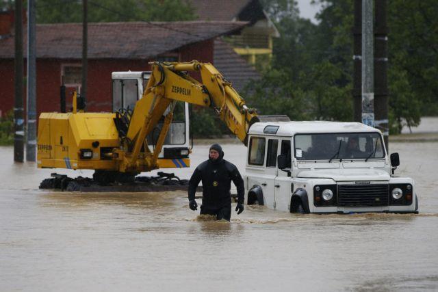 Ένας νεκρός από τις πρωτοφανείς πλημμύρες σε Σερβία-Βοσνία