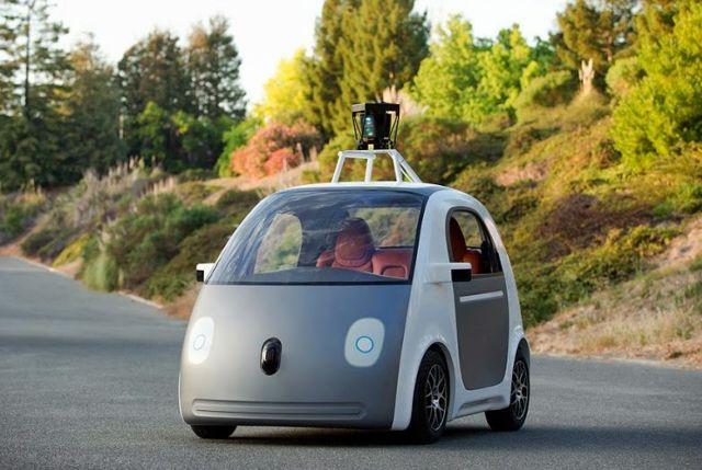 Αυτόνομα οχήματα, χωρίς οδηγό, τιμόνι και φρένα, επιδεικνύει η Google