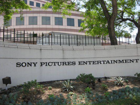 Εισβολείς παραλύουν τα πληροφοριακά συστήματα της Sony Pictures