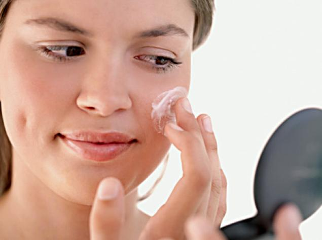 Δέρμα με ακμή: Τι πρέπει να προσέχετε το καλοκαίρι