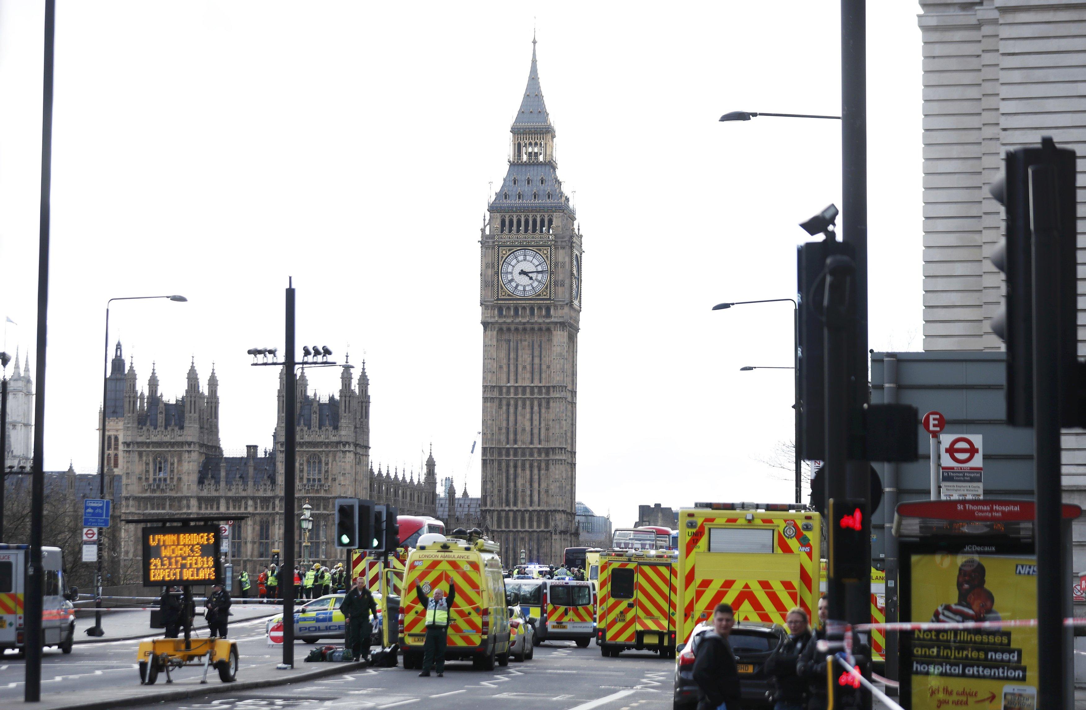 Τρομοκρατική επίθεση έξω από το βρετανικό Κοινοβούλιο, τέσσερις νεκροί