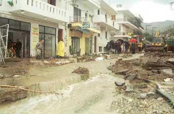 Καταστροφική καταιγίδα έπληξε την Κρήτη και τα Δωδεκάνησα