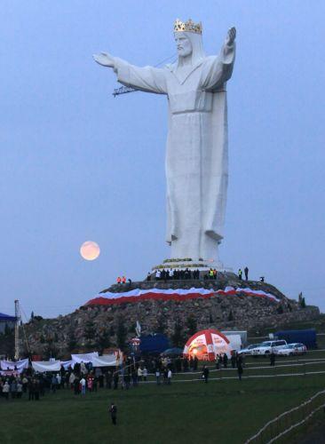 Το μεγαλύτερο άγαλμα του Ιησού στον κόσμο παρουσιάστηκε στην Πολωνία