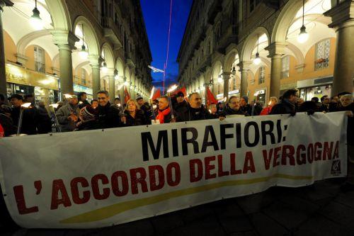 «Ναι» σε σκληρότερες συνθήκες εργασίας ψήφισαν οι εργαζόμενοι στο εργοστάσιο Mirafiori της Fiat