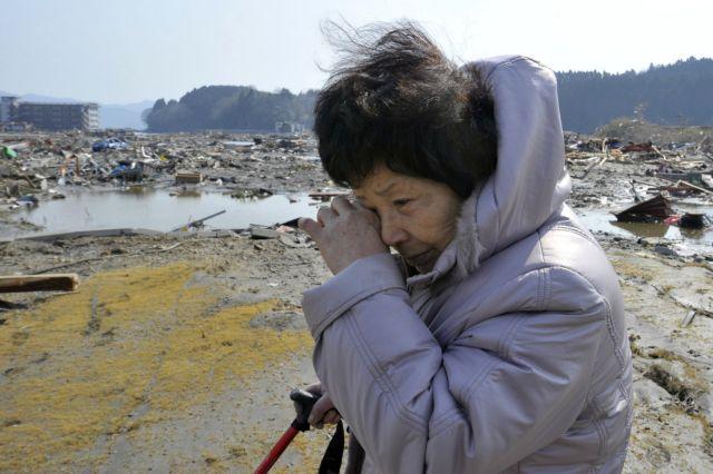 Δέκα χιλιάδες νεκροί, αγωνία για τους πυρηνικούς σταθμούς στην Ιαπωνία