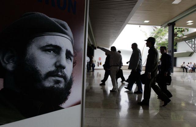 Αποχωρεί οριστικά από το ΚΚ της Κούβας ο Φιντέλ Κάστρο