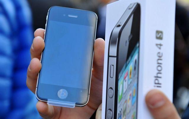 Τι στραγγίζει τη μπαταρία του iPhone 4S, ψάχνουν χρήστες και Apple