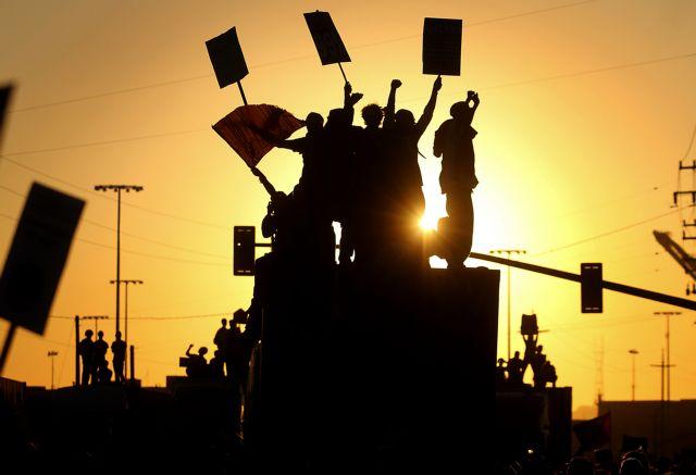 Το λιμάνι του Όκλαντ στην Καλιφόρνια έκλεισαν «Αγανακτισμένοι»