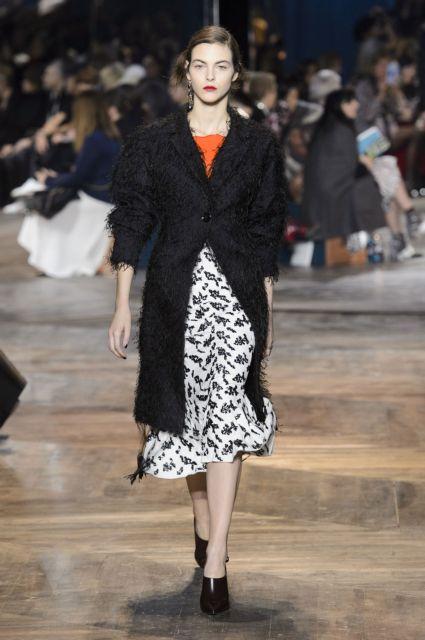 Παρίσι τώρα  Τι δείχνουν οι σχεδιαστές στην Ηaute Couture S S  16 ... d9eb75bf50c