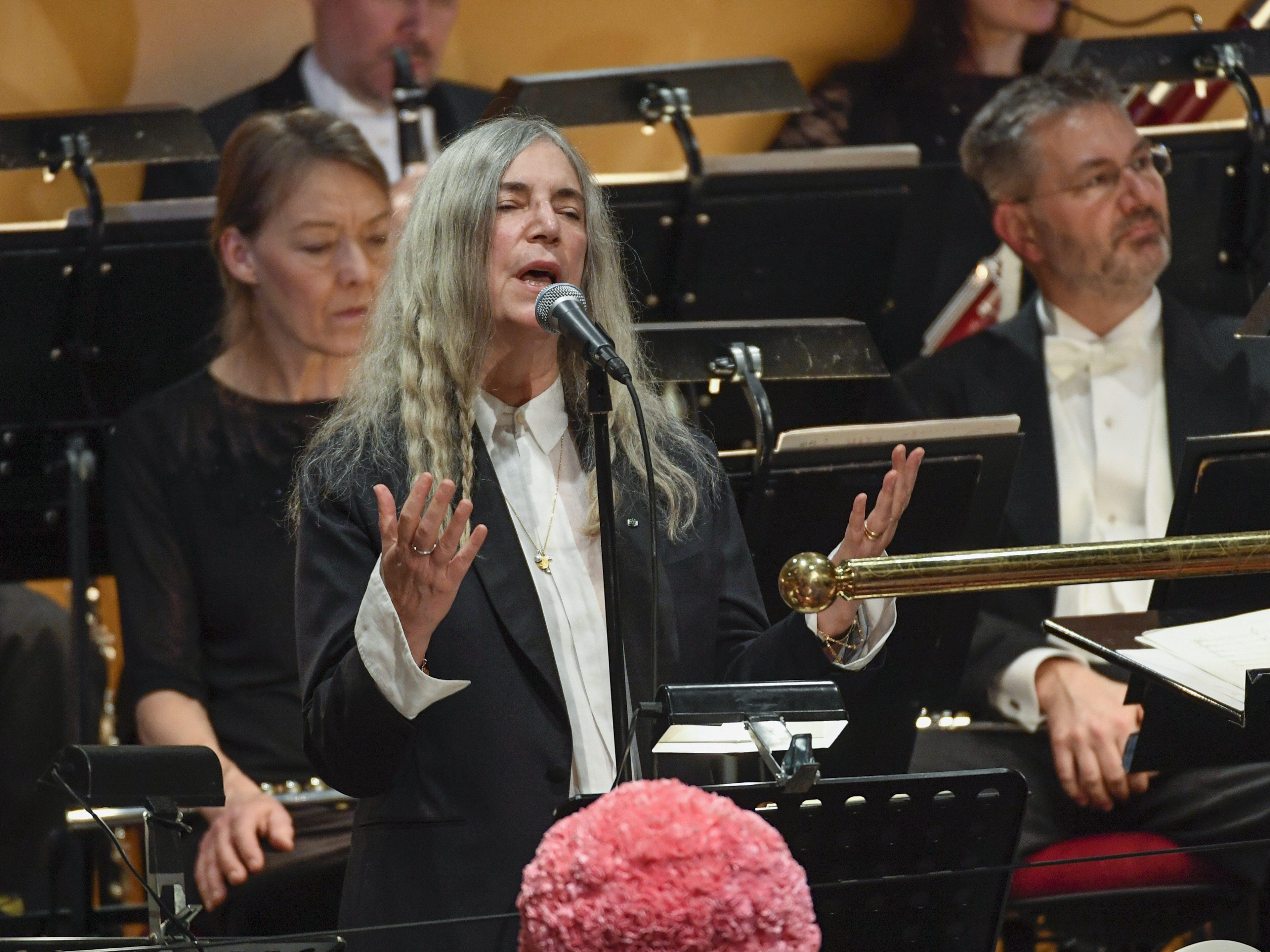 Η Πάτι Σμιθ τραγούδησε Μπομπ Ντίλαν στα Νόμπελ, αλλά ξέχασε τα λόγια