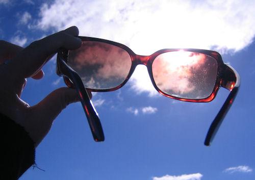 670a7e874e Γυαλιά ηλίου  Πότε οι φακοί σας προσφέρουν πραγματική προστασία