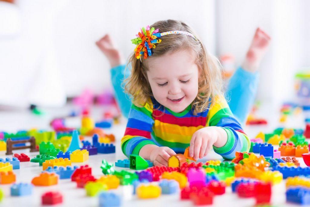 3a97e3c83a83 Πρακτικές συμβουλές για να μάθει το παιδί να παίζει μόνο του