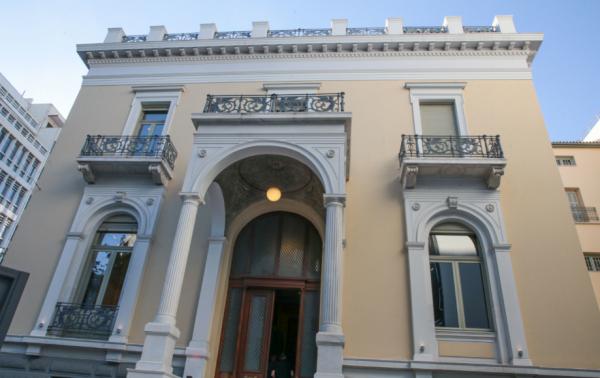 Allouche-Benias Gallery  Πώς η παγκόσμιας φήμης γκαλερί δημιούργησε ... c3150bb3d4f