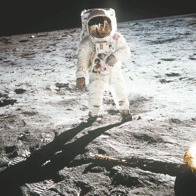 Προσόντα αστροναύτη πρέπει να έχει ο δικηγόρος του Ελληνικού Διαστημικού Οργανισμού | in.gr