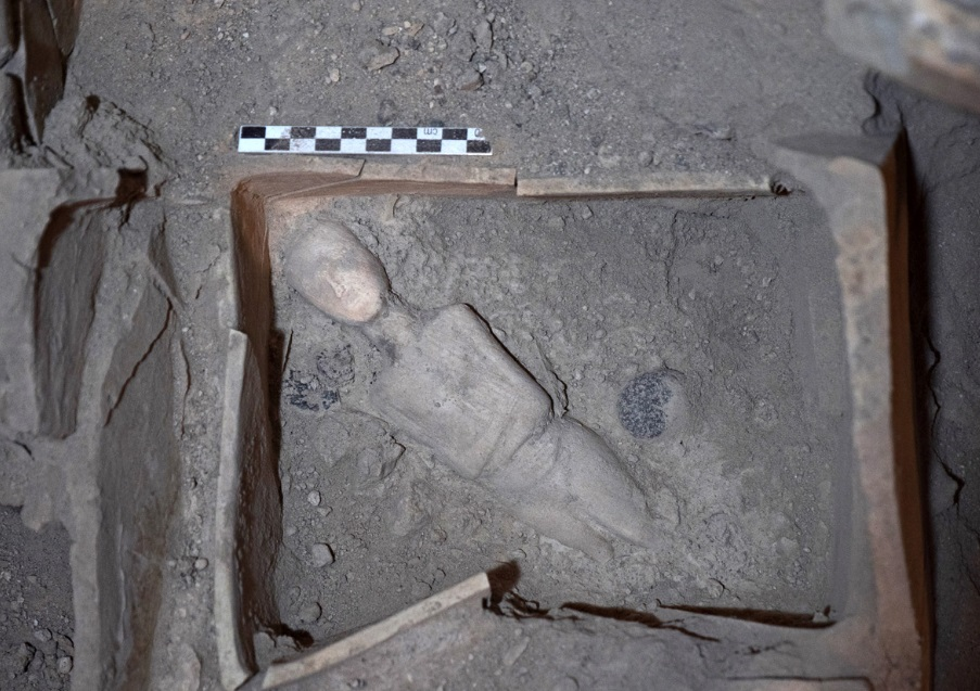 Μαρμάρινο γυναικείο ειδώλιο ήρθε στο φως στο Ακρωτήρι Θήρας | in.gr