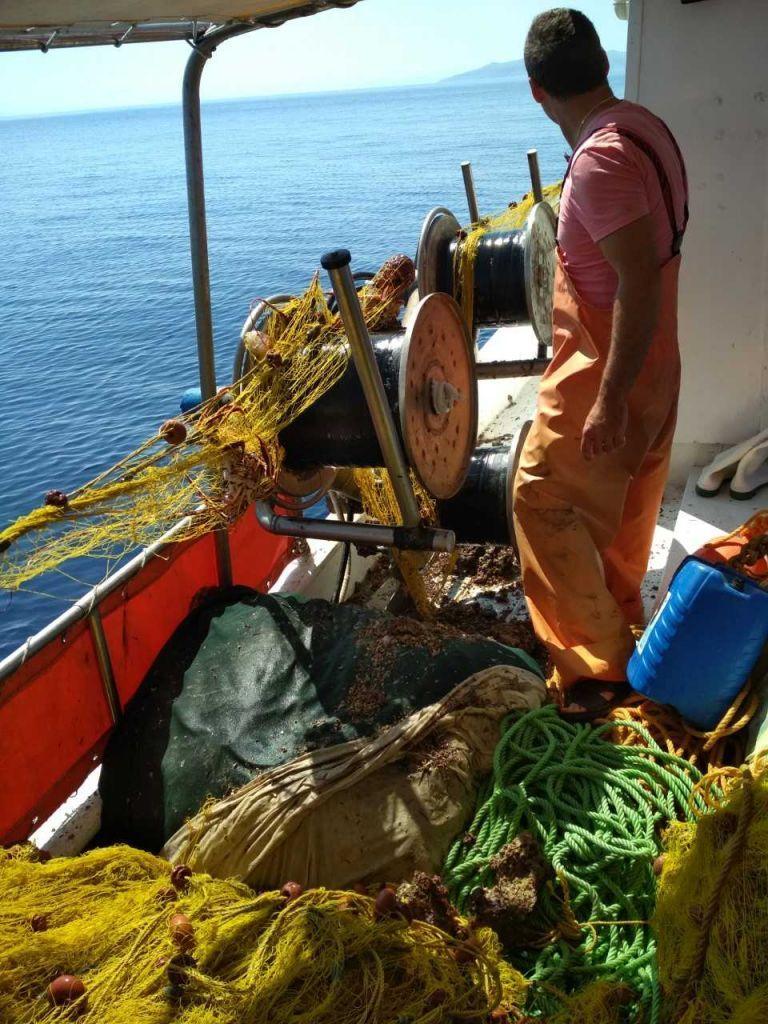 Αλλάζουν τρόπο ψαρέματος οι ψαράδες στις Β. Κυκλάδες | in.gr