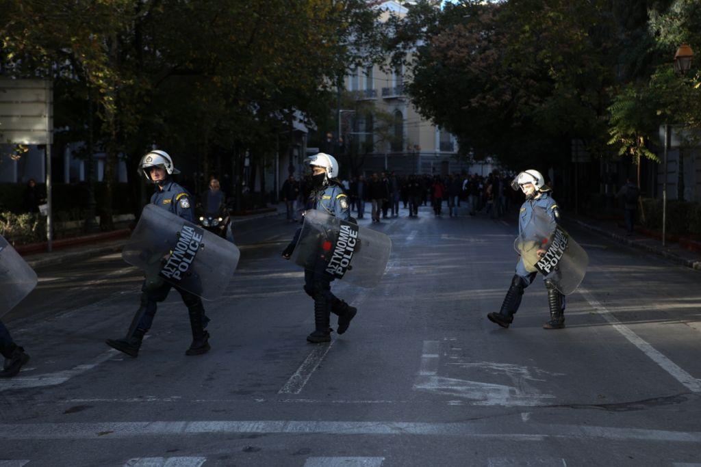 Σε επιφυλακή η ΕΛ.ΑΣ. για το Πολυτεχνείο | in.gr