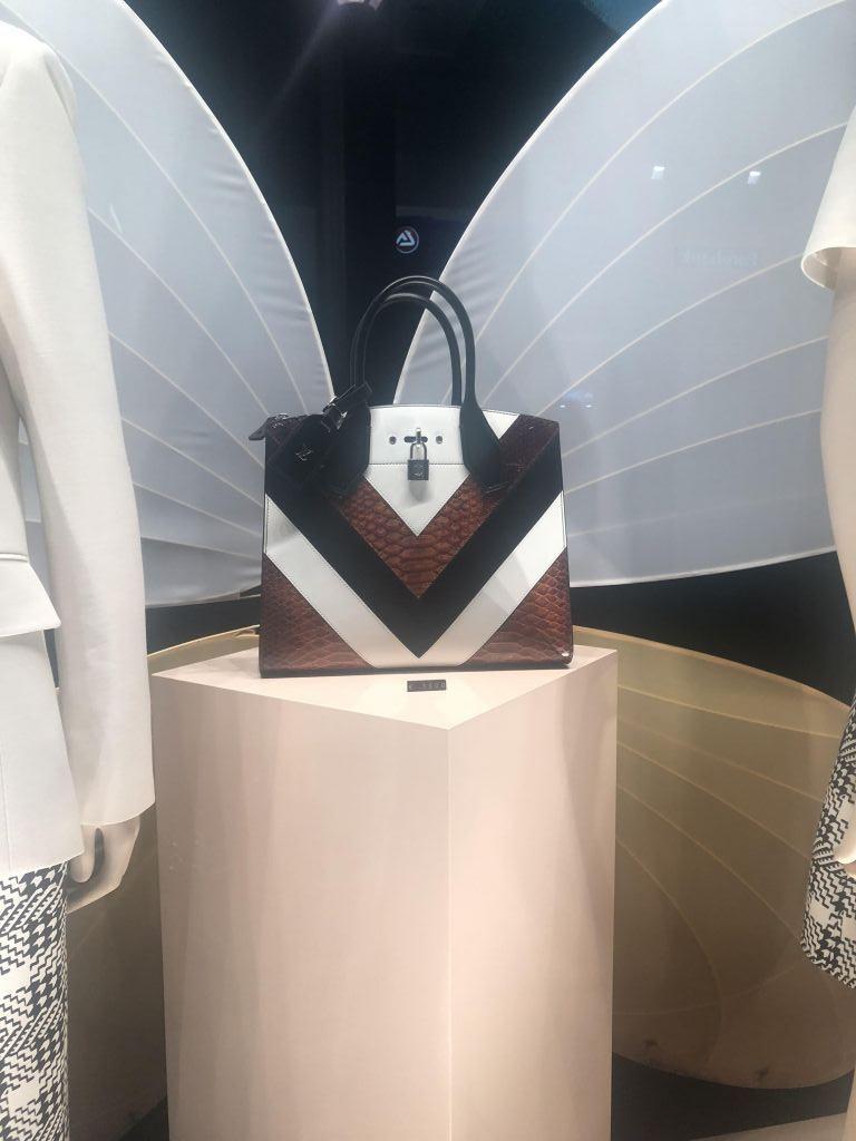 Louis Vuitton και Dior υπογράφουν τις κορυφαίες τσάντες…  80f67c271d3