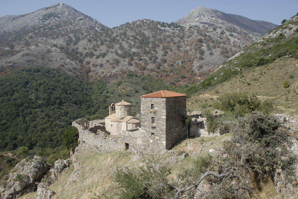 Λακωνική Μάνη : Το κάστρο της Κελεφάς και η μονή Τσίγκου