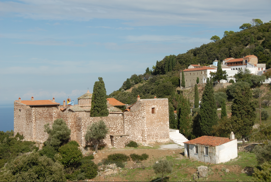 Σκόπελος, στα μονοπάτια της θρησκείας | in.gr