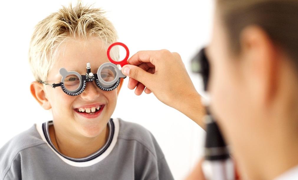 Πως επηρεάζει η μόρφωση της μαμάς την όραση των παιδιών