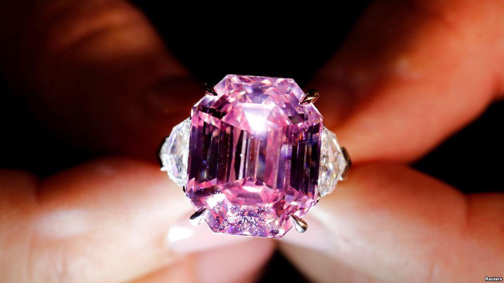 Πωλήθηκε το ροζ διαμάντι Pink Legacy για 44,3 εκατ. ευρώ