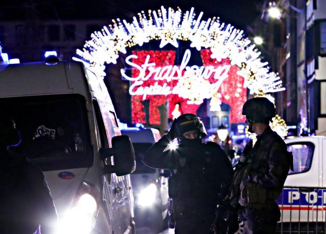 Αυξάνονται οι νεκροί – Διαφεύγει ο δράστης της επίθεσης στο Στρασβούργο