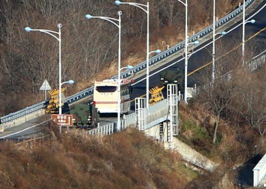 Η Νότια και η Βόρεια Κορέα εγκαινίασαν το έργο οδικής και σιδηροδρομικής διασύνδεσής τους