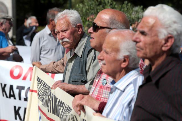 Συνταξιούχοι: Αντίστροφη μέτρηση για τα δώρα και επιδόματα | in.gr