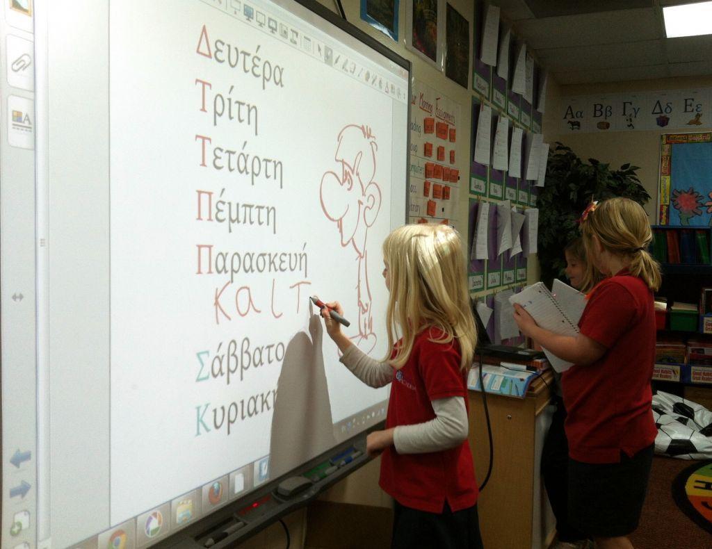 Παγκόσμια Ημέρα Ελληνικής Γλώσσας: Αξίζει κανείς να τη μάθει και να την αγαπήσει | in.gr