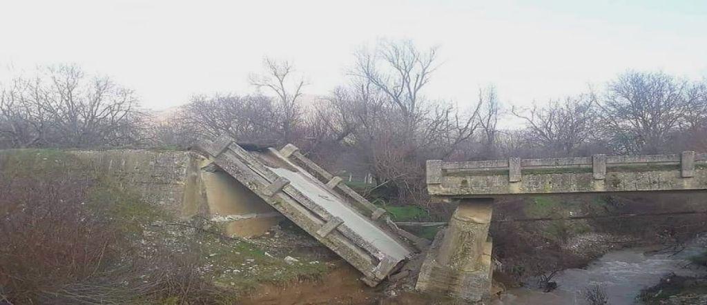 Κατέρρευσε γέφυρα στον Φενεό Κορινθίας – Κομμένη στα δύο η περιοχή | in.gr