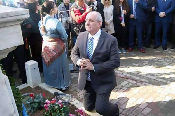 Τέρενς Κουίκ : Οι μεταλλάξεις του… ταξιδιάρη υπουργού