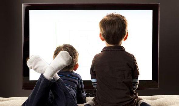 Παιδιά και οθόνες: Μια επικίνδυνη σχέση | in.gr
