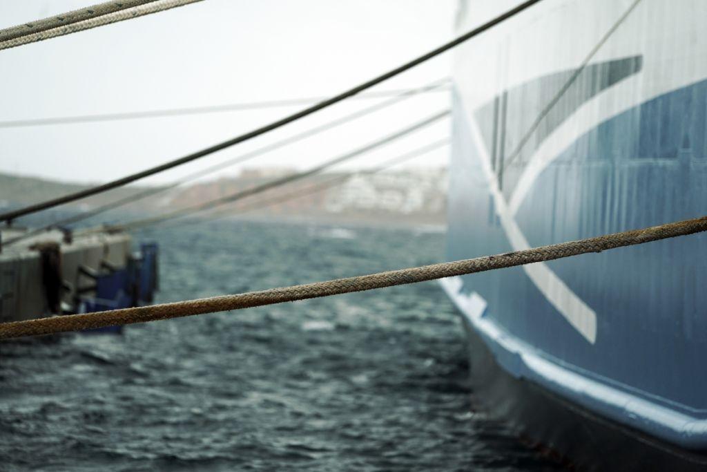 Απαγορευτικό απόπλου: Σε ποια λιμάνια είναι δεμένα τα πλοία | in.gr