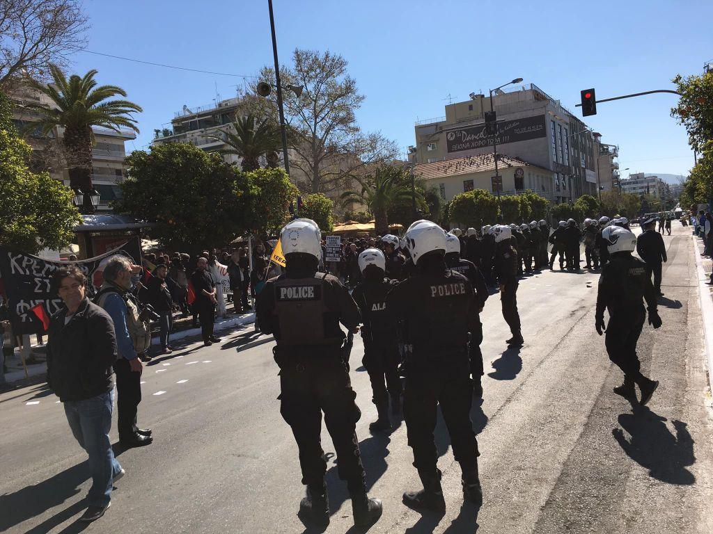 Συμπλοκές και τραυματισμοί πριν την παρέλαση στην Καλλιθέα
