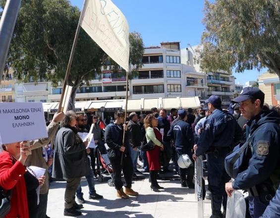 Κρήτη: Αποδοκιμασίες κατά της κυβέρνησης για τη Μακεδονία | in.gr