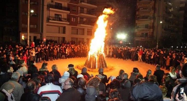 Ιωάννινα: Το έθιμο της Τζαμάλας και οι εβδομήντα φωτιές | in.gr
