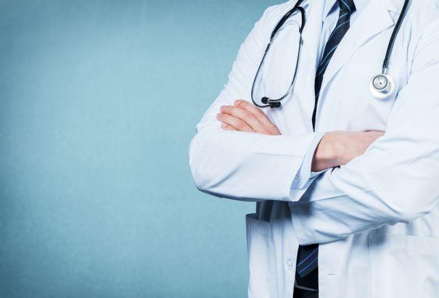Καταδικάστηκε γιατρός που ανάρτησε επιγραφή: «Ανεπιθύμητοι Εβραίοι εδώ» | in.gr