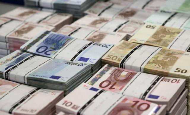 «Βροχή» επιδομάτων και συντάξεων – Ποιοι θα δουν λεφτά στους λογαριασμούς | in.gr
