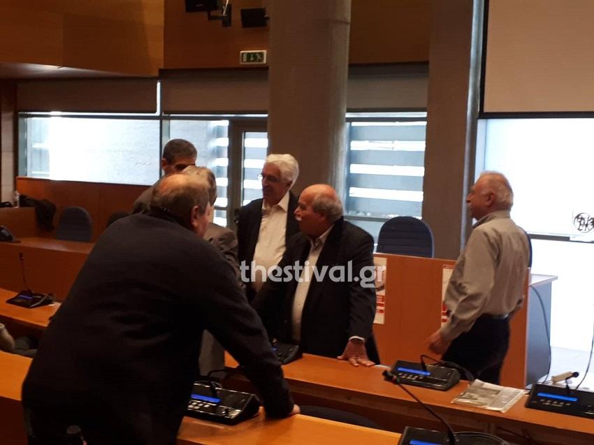 «Εκραξαν» τον Νίκο Βούτση για τη συμφωνία των Πρεσπών – «Θα πληρώσετε προδότες» | in.gr