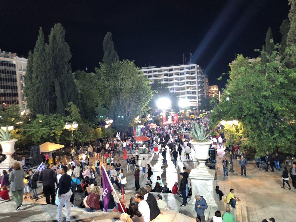 Ασύλληπτο φιάσκο του Τσίπρα στο Σύνταγμα: Η πλατεία ήταν άδεια, ελάχιστοι άκουσαν τον πρωθυπουργό! (Εικόνες - Βίντεο)