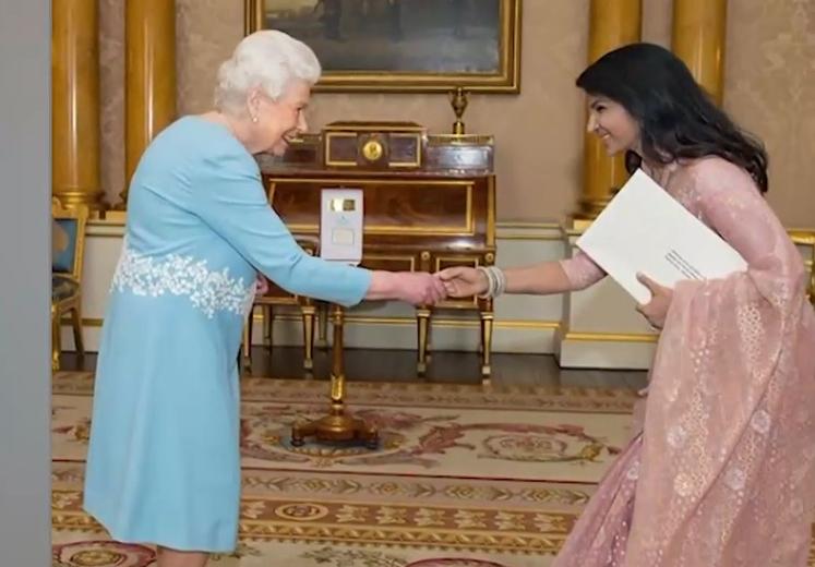 One Channel: Η Βασίλισσα Ελισάβετ ψάχνει για… social media manager | in.gr