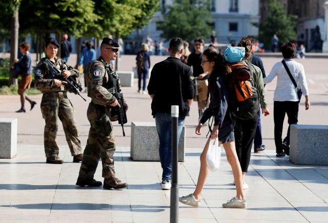Μέσω φωτογραφιών αναζητούν τον δράστη της επίθεσης στην Λυών!