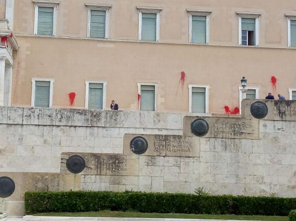 Σύσσωμη καταδίκη των κομμάτων για την επίθεση Ρουβίκωνα στη Βουλή