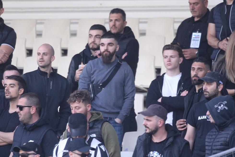 Έδειξε τα γεννητικά του όργανα στους οπαδούς της ΑΕΚ ο Γ. Σαββίδης