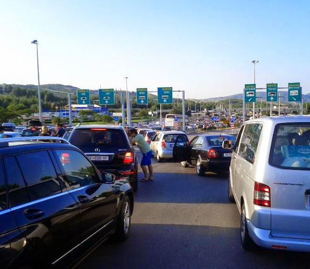 Ουρές αυτοκινήτων στα σύνορα των Σκοπίων με την Ελλάδα!