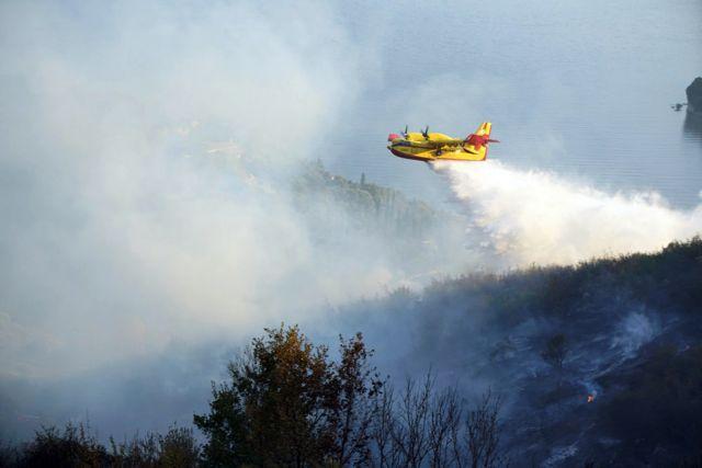 Μαίνεται η φωτιά στην Αχαΐα – Ισχυροί άνεμοι στην περιοχή | in.gr